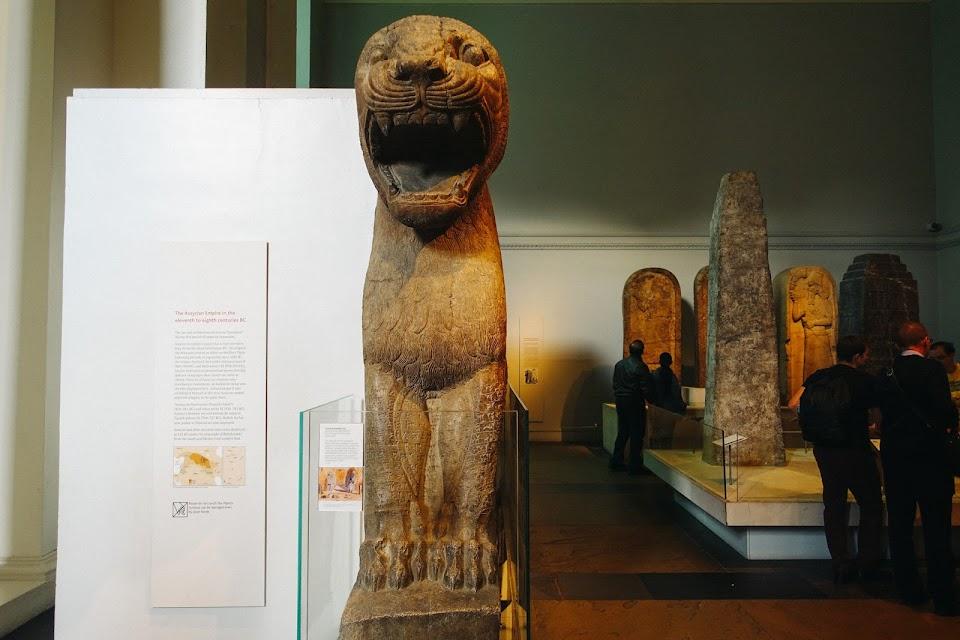 ライオンの巨大な彫像(Colossal statue of a lion)