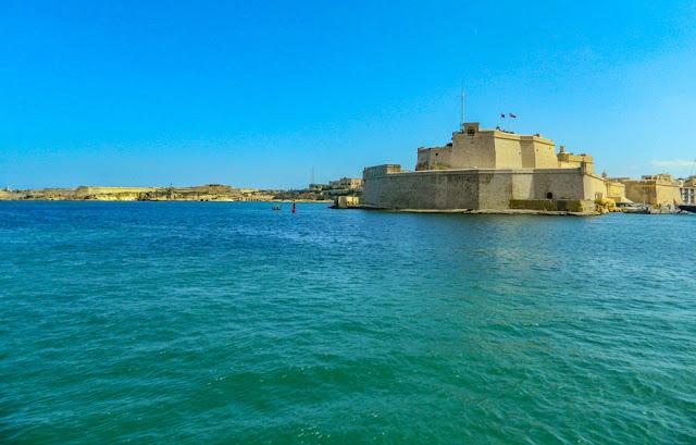 O Forte Saint Angelo, em Birgu, clicado durante a travessia de ferry entre as Três Cidades e Valeta
