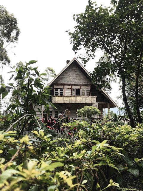 rumah pengabdi setan desa kertamanah