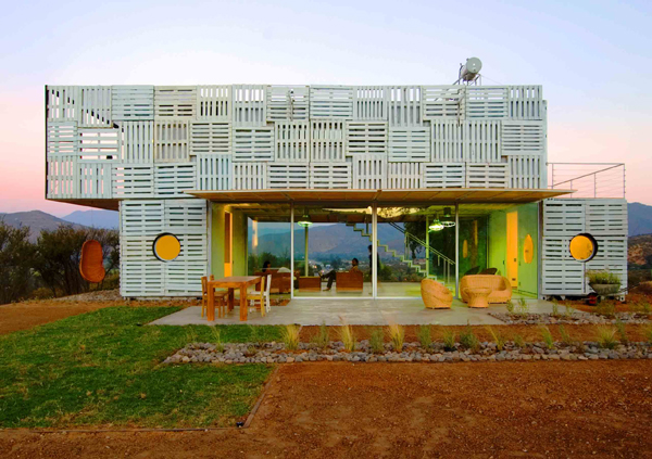 Shipping Container House with Dynamic Facade, Chile 5