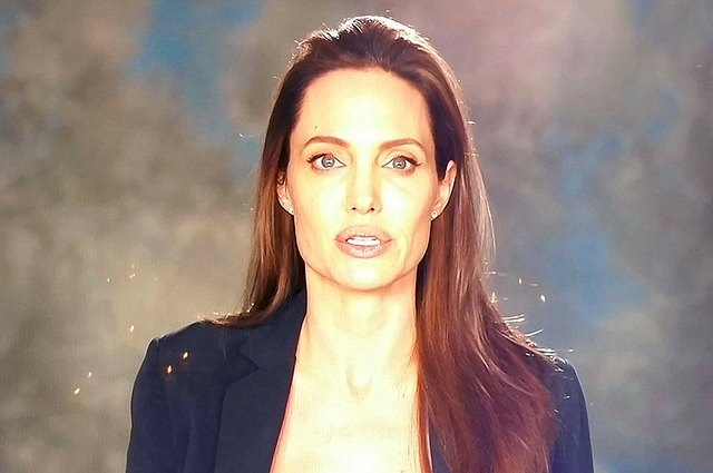 The first performance of Angelina Jolie after news of the divorce and the actress plans on thanksgiving