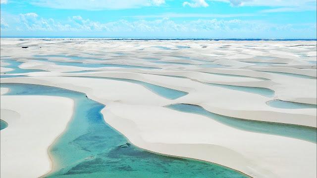 Trong năm 2020, Vườn quốc gia Lençóis Maranhenses chính là điểm đến mà bất cứ tín đồ xê dịch nào đều không nên bỏ qua. Tuy nhiên, bạn cần lưu ý lựa chọn thời điểm du lịch sao cho phù hợp. Từ giữa tháng 1 đến tháng 6, lượng mưa tại đây tương đối lớn sẽ khiến bạn không thể tận hưởng trọn vẹn không gian hoang sơ. Còn từ tháng 10 đến tháng 11 lại xuất hiện nhiều trận gió mạnh từ ngoài biển thổi vào cuốn theo cát gây nguy hiểm cho khách du lịch. Vậy nên, thời điểm lý tưởng nhất để bạn ghé thăm thiên đường Lençóis Maranhenses là vào tháng 6 đến tháng 9, khi các hồ nước đã tương đối đầy và mưa thì không xuất hiện nhiều nữa.
