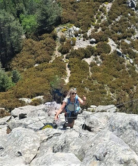 sentiero attrezzato che sale al Monte Capanne