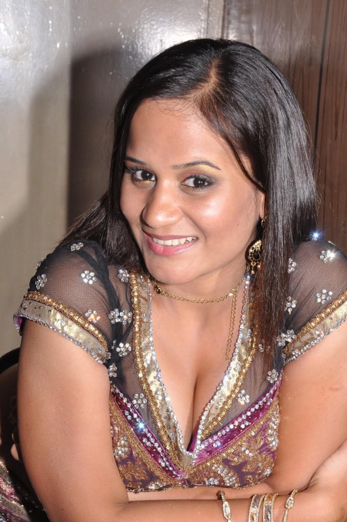 New Tamil Aunty Boobs