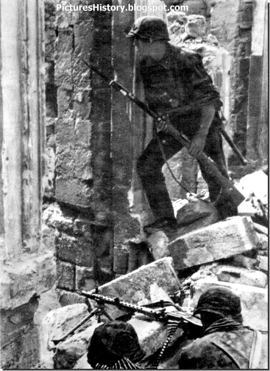 waffen SS soldiers MG 34 machine gun Mariupol 1941