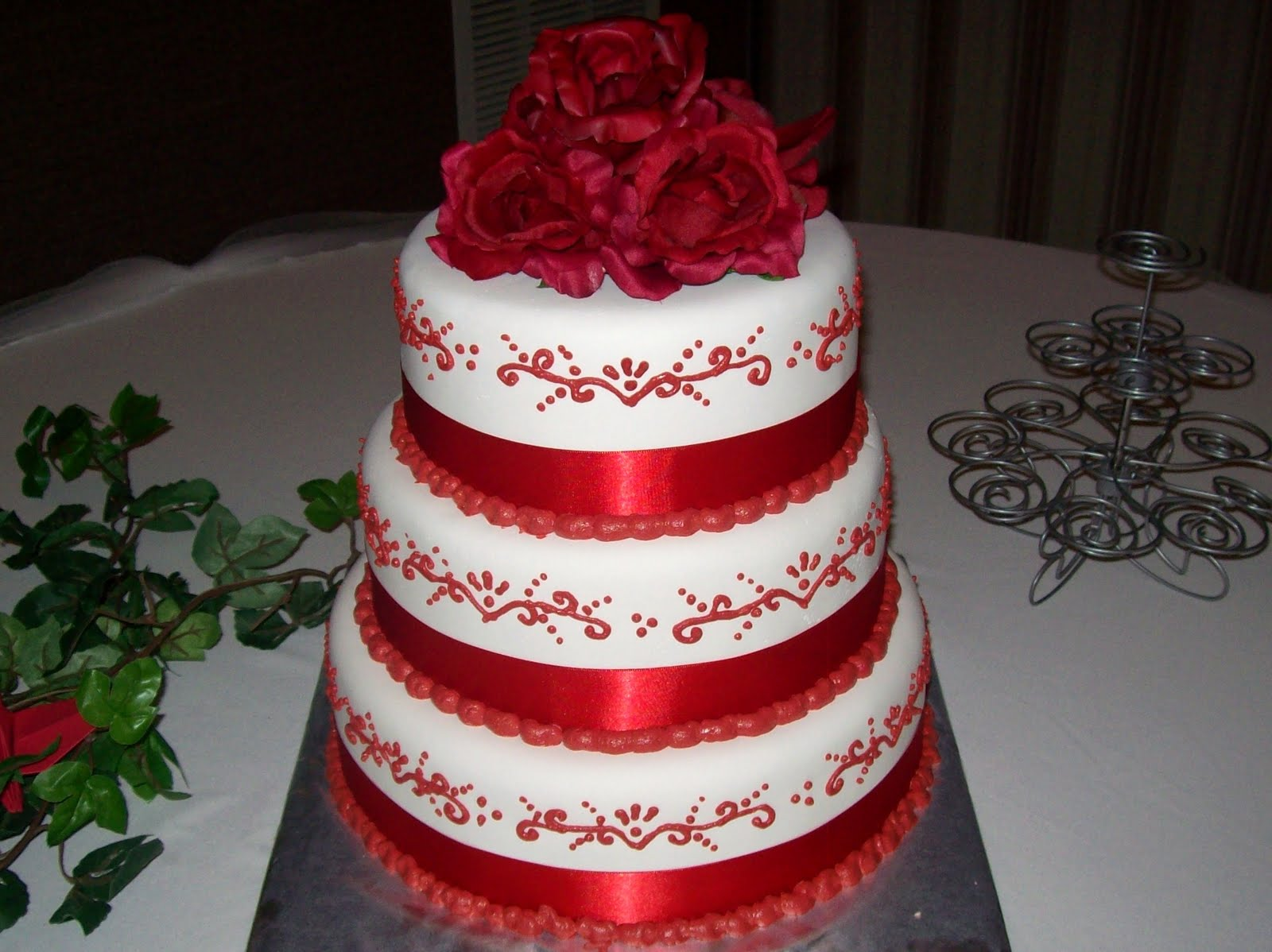 SAB Cakes!: Red On White Wedding Cake