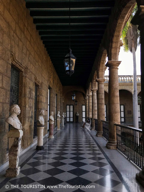 Palacio de los Capitanes Generales - veranda Museum de la Ciudad