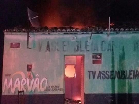 Rádio é incendiada e prejuízo pode chegar a R$ 400 mil no Piauí