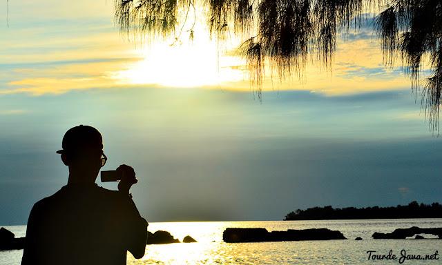 menunggu senja dari pulau bulat - wisata pulau harapan