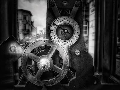 Foto de um relógio. Uma viagem no tempo