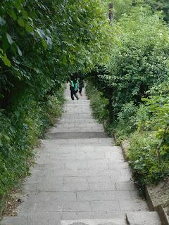 Lefelé a lépcsőn