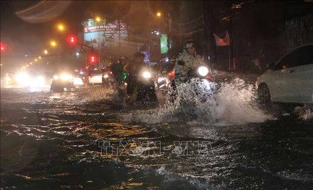 Thành phố Hồ Chí Minh ngập lụt triền miên