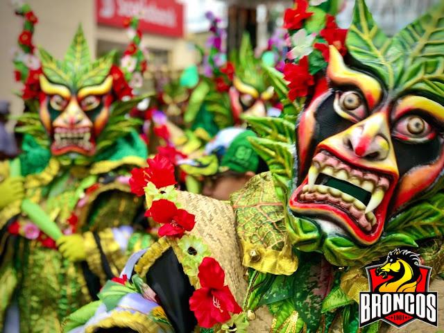 Fundación Los Broncos de La Vega muestra su disfraz 2020 en homenaje al medio ambiente