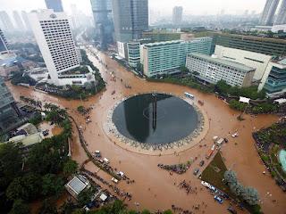 Contoh Teks Eksplanasi - Banjir Ilmu Hexa