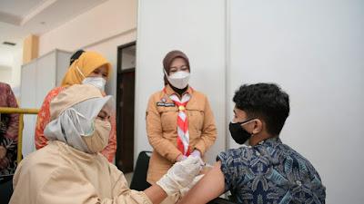 Jangan Keluyuran, Ketua Pramuka Jabar Tinjau Sentra Vaksinasi COVID-19 di Cimahi