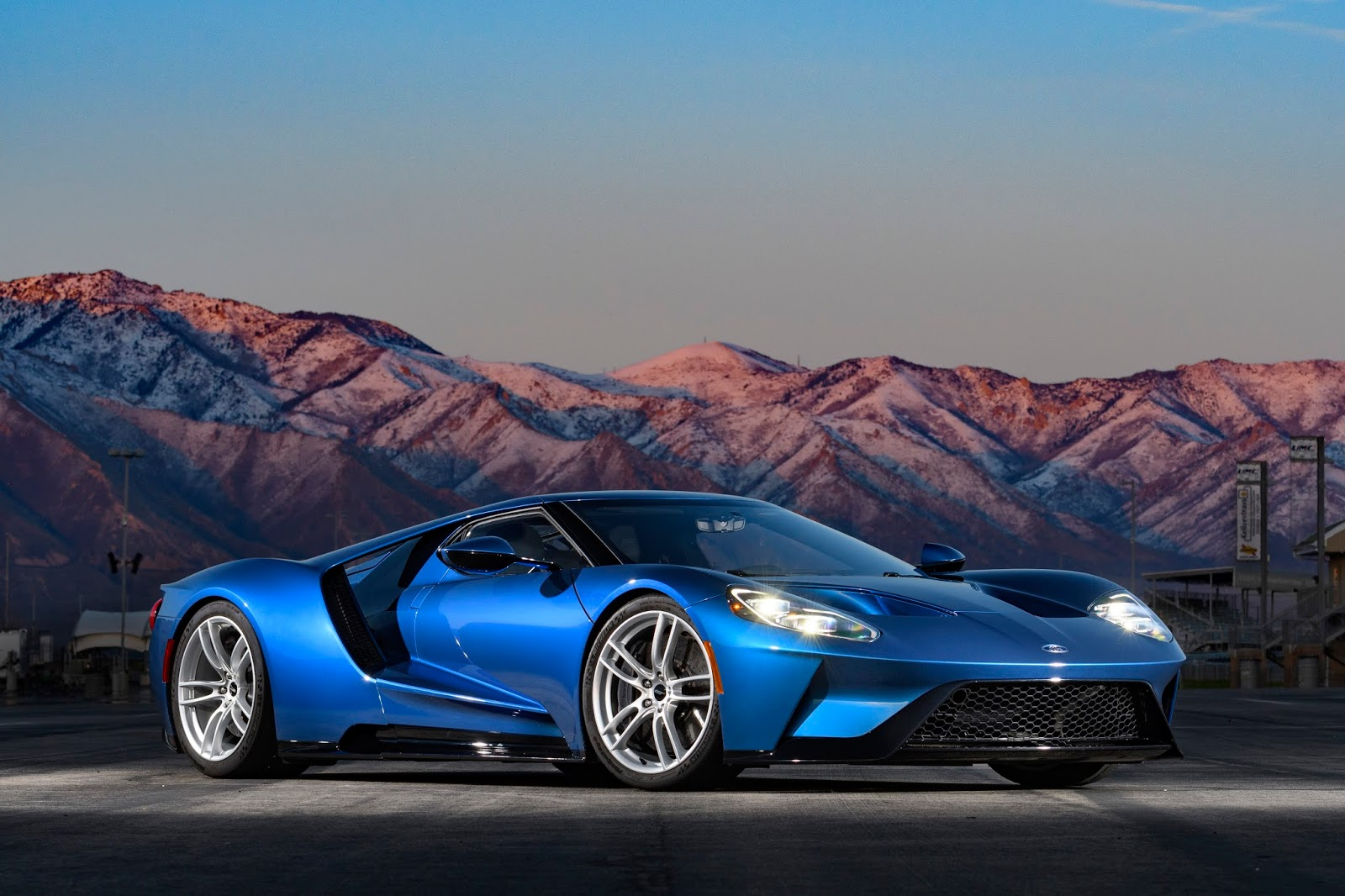 Ford Gt On The Road And Track