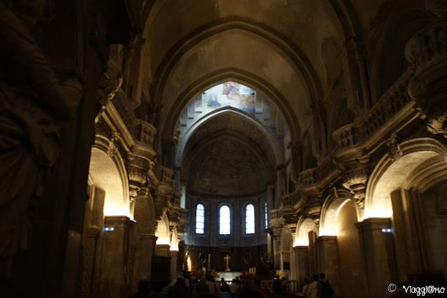 L'interno della Cattedrale di Avignone