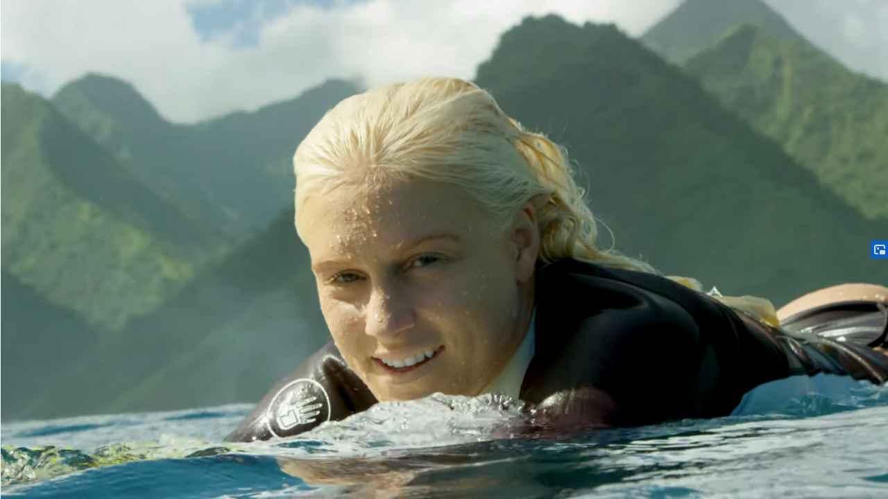 tatiana weston web surfer tahiti 27