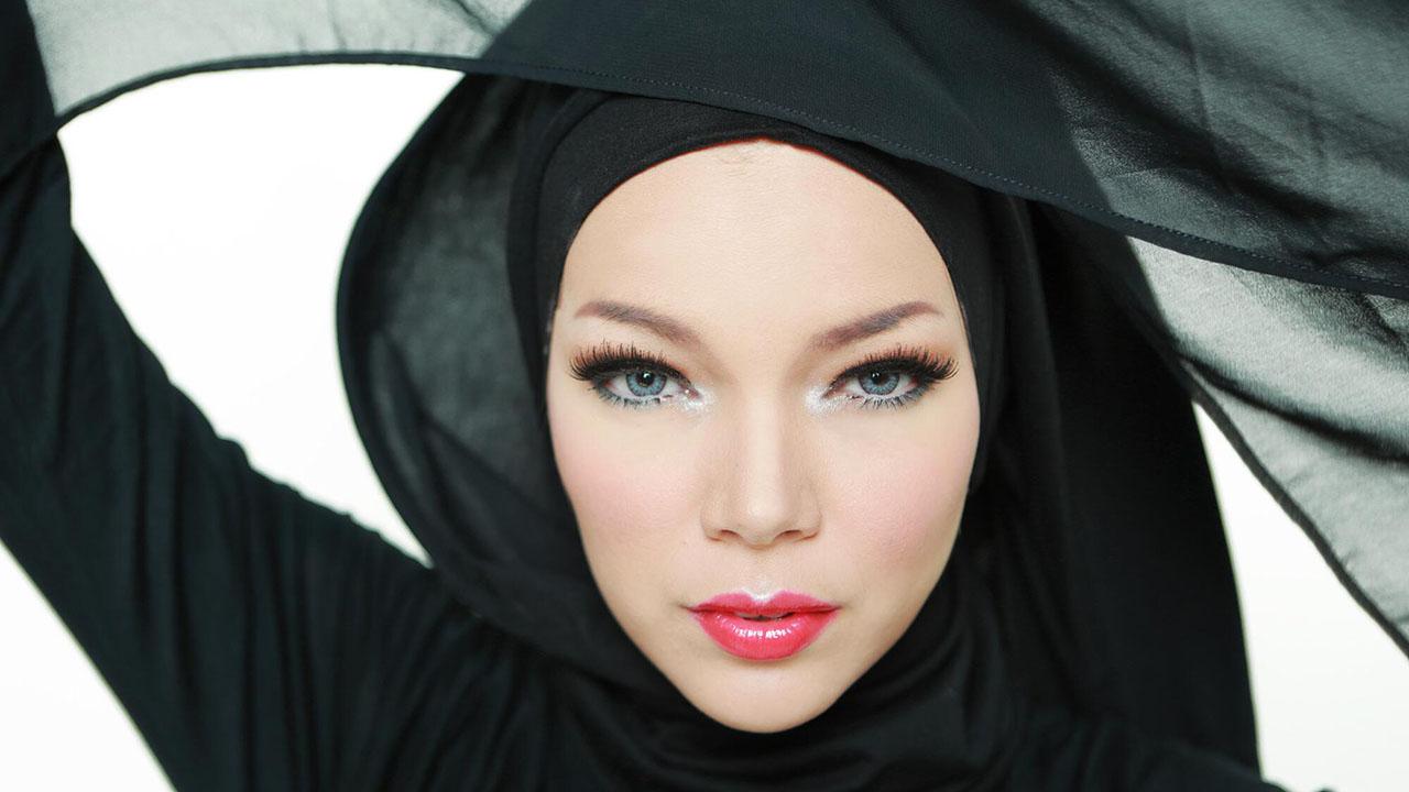 Biodata Dewi Sandra kulit muka putih mulus