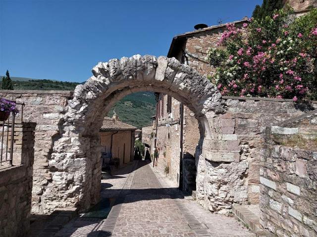arco romano a spello