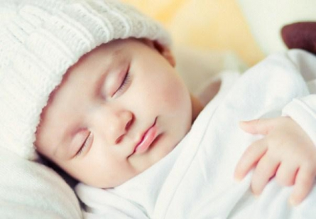 membiasakan bayi bisa tidur nyenyak