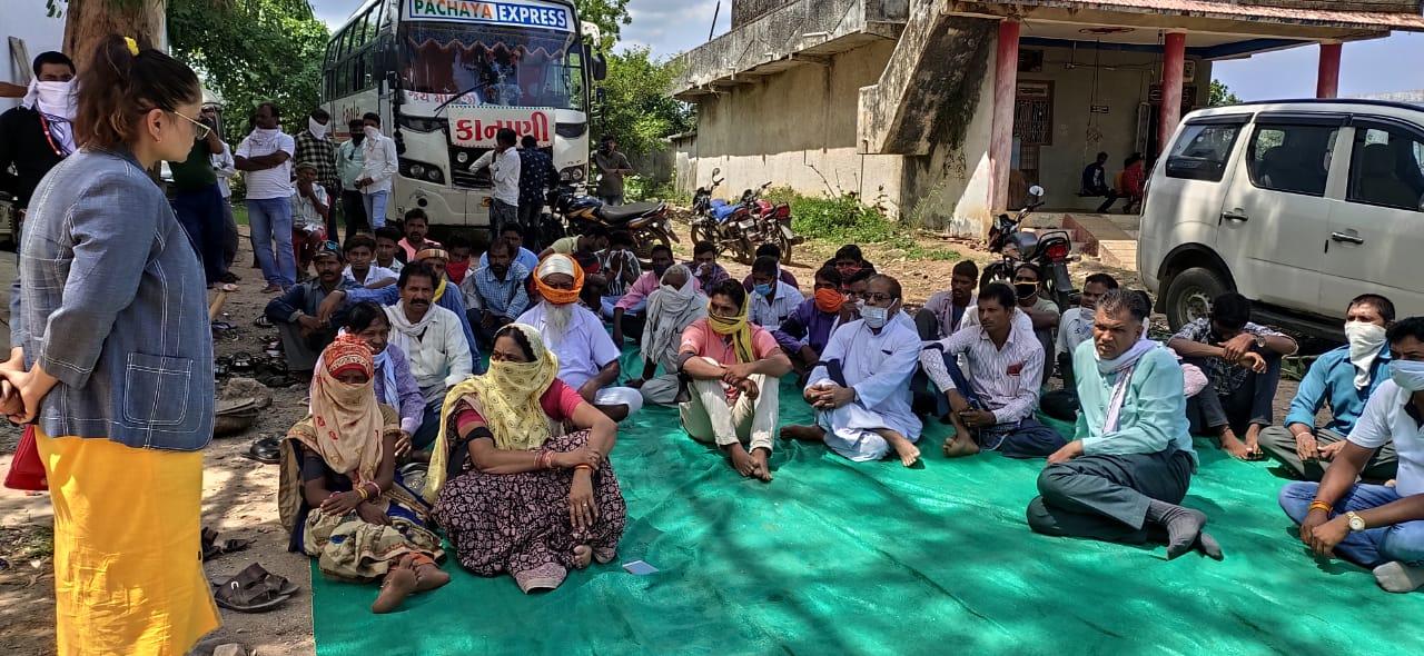 विधायक कलावती भूरिया ने धरना दे कर किया सरकार का विरुद्ध .......