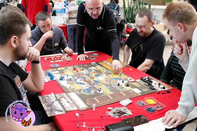 Popularności Scythe trudno dorównać, otóż gra jest nie tylko dobra ale i przepięknie wykonana