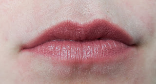 Code-beautiful-lips-with-lip-liner