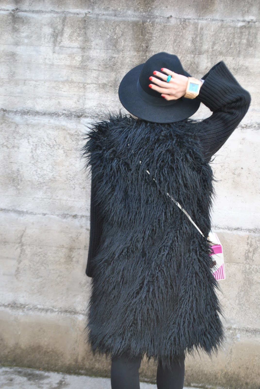 huge selection of 47a99 7f584 Color-Block By FelyM.: BLACK FAUX FUR COAT - CAPPOTTO ...