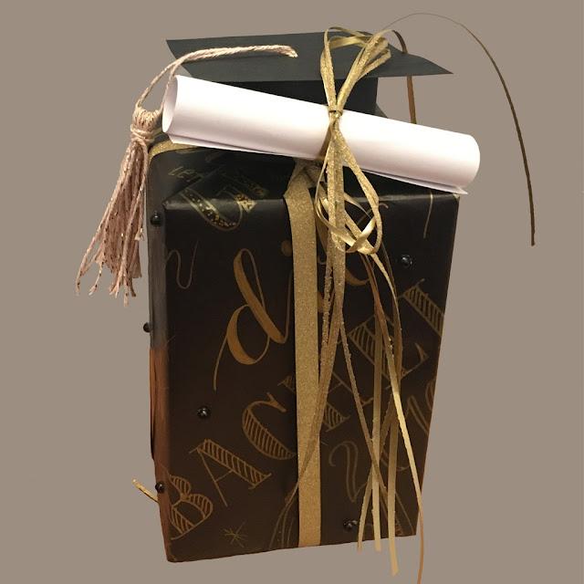 Geldgeschenk verpacken mit Handlettering und Doktorhut