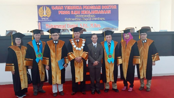 Sukses Pertahankan Disertasi, Guru SMAN 3 Poso Asal Sinjai Raih Gelar Doktor di UNESA