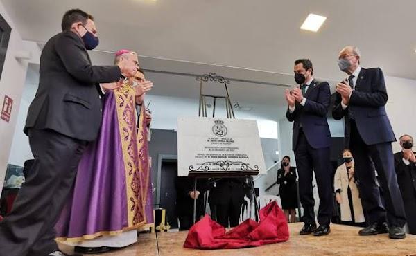 Juanma Moreno anuncia un paquete de ayudas de tres millones de euros para las cofradías andaluzas