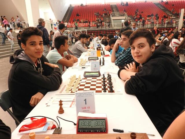 Registrenses Irmãos Kikuchi se destacam no Torneio de Xadrez no Chile