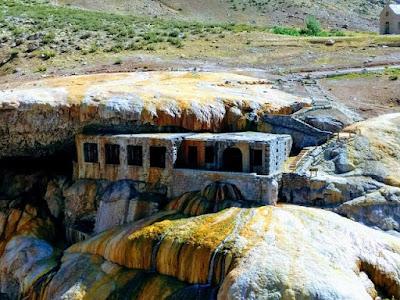 Antiguo hotel Puente del Inca el mejor destino de Mendoza