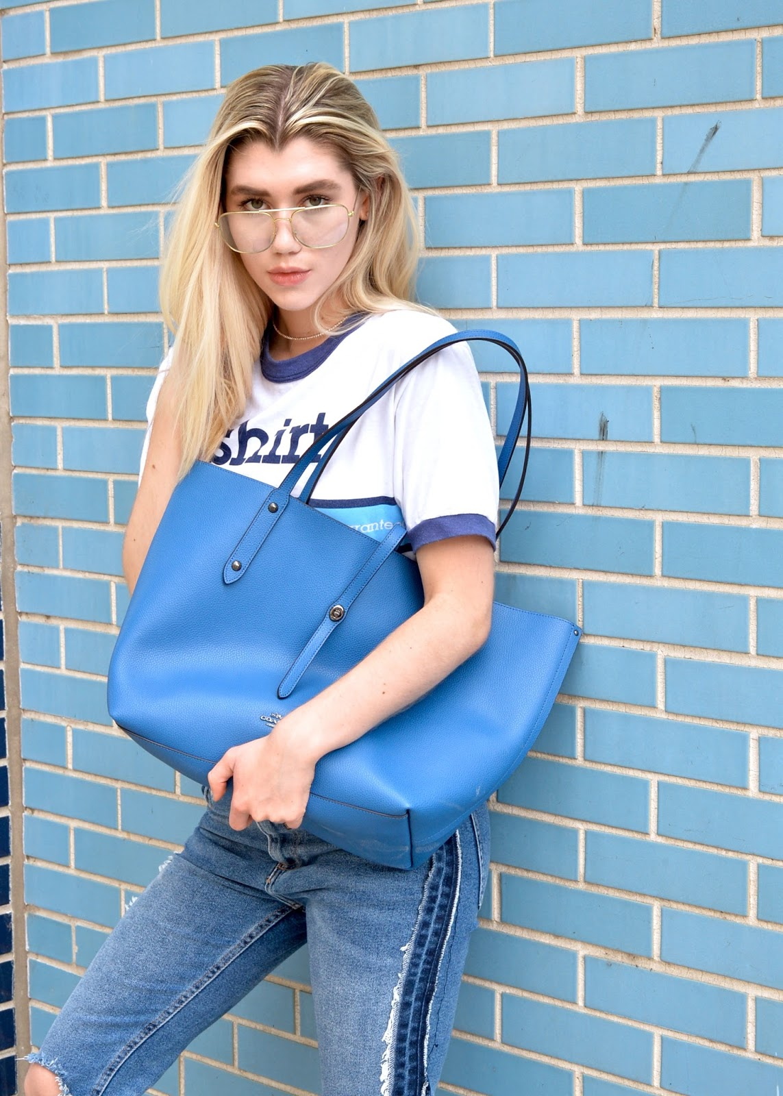 A Moment in Blue: How to Style a Monochromatic Look + Whats in My Purse