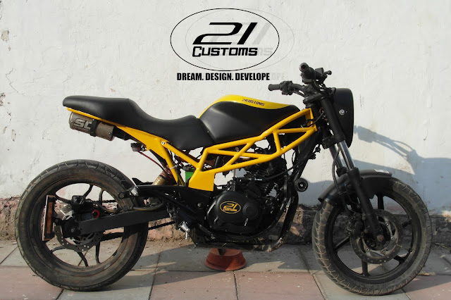 Pulsar modified into street fighter by 21 Customs