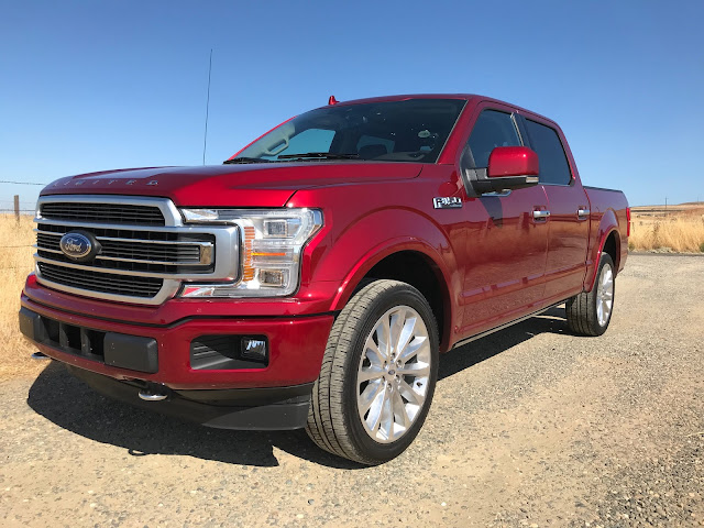 Front 3/4 view of 2019 Ford F-150 4X4 SuperCrew Limited