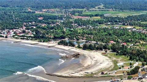 Keindahan Pantai Pauh Kota Pariaman