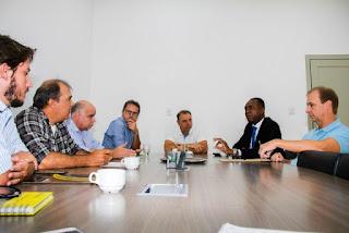 Prefeito Gilson Fantin convoca CEF e Construtora para solução definitiva das pendências do Conjunto Habitacional Agrocha