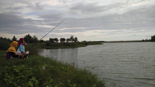 Mancing di Danau pantai glagah indah
