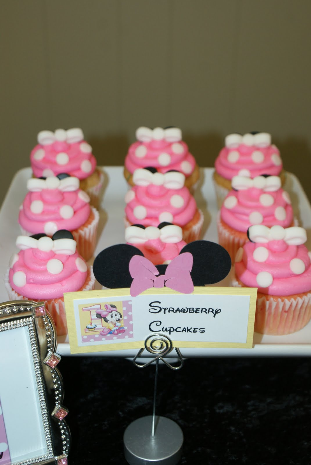 Attention Cravers Baby S Minnie 1st Birthday Party