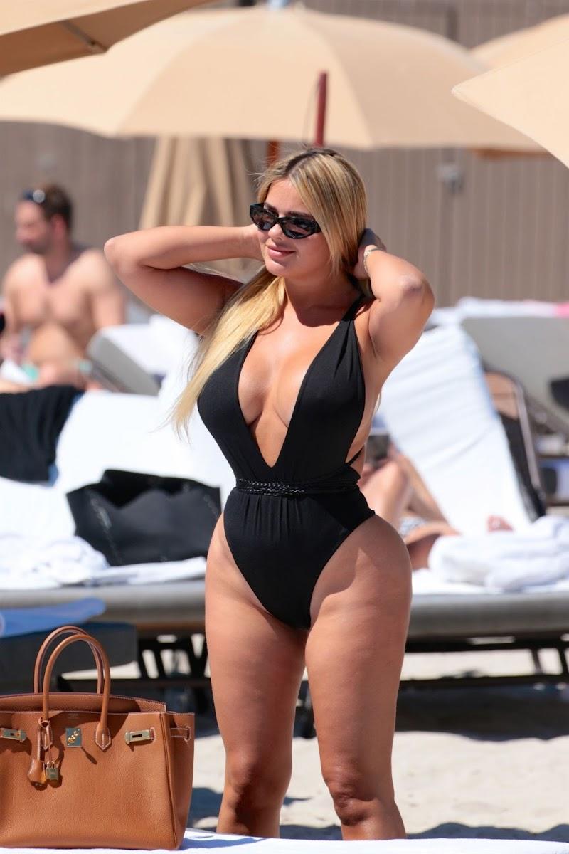 Anastasia Kvitko Clicked in Black Swimsuit at the Beach in Miami