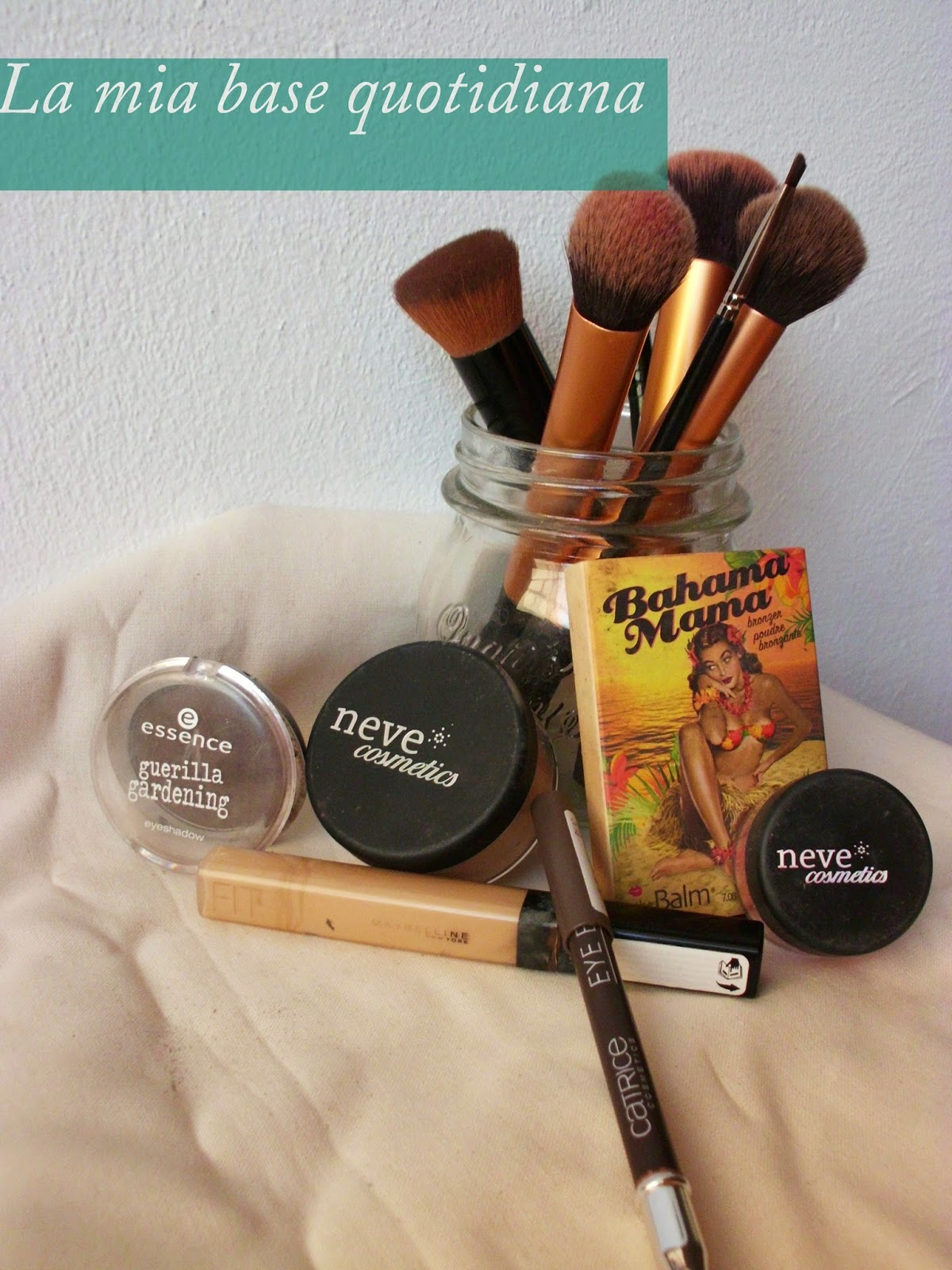 Makeup Routine con Neve cosmetics HIgh Coverage Mineral Foundation Tan Warm, Correttore Fit Me! MAybelline, Bombay, Brow Stylist Catrice, Guerrila Gardening Essence, Bahama Mama The Balm