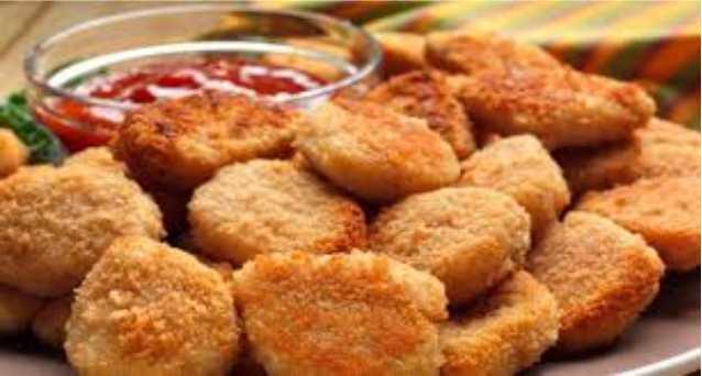 Cara Membuat Nugget Ayam - Nugget merupakan salah satu jenis makanan yang lumayan familiar di masyarakat Indonesia. Apalagi bagi yang tinggal di daerah perkotaan, nugget menjadi makanan praktis yang wajib ada di kulkas.    Sebetulnya dengan bahan-bahan yang mudah didapat serta cara memasaknya yang sangat mudah, kita bisa membuat nugget sendiri.     Berikut ini merupakan cara untuk membuat nugget ayam sendiri