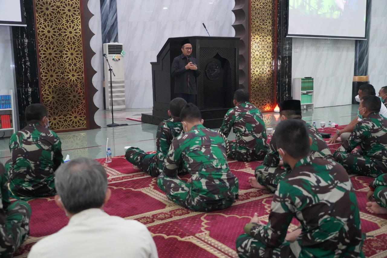 Tausiah di Markas Kostrad, Ustadz Yusuf Mansur Ajak Prajurit Kostrad Selalu Bersholawat