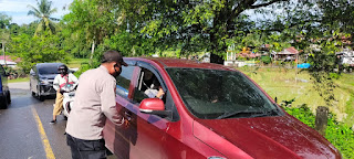 Tegakan Prokes Personel Polsek Cendana Polres Enrekang Melaksanakan Oprasi Yustisi