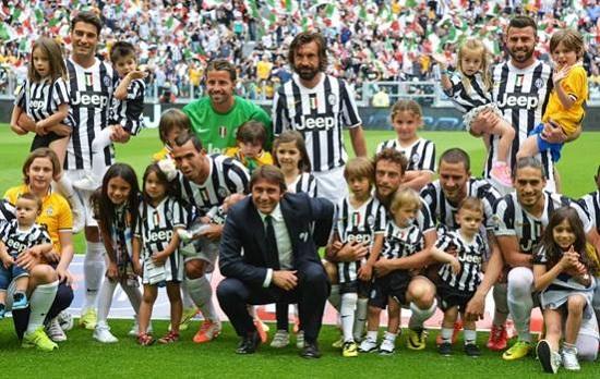 Antonio Conte đạt vinh quang khi dẫn dắt Juventus.