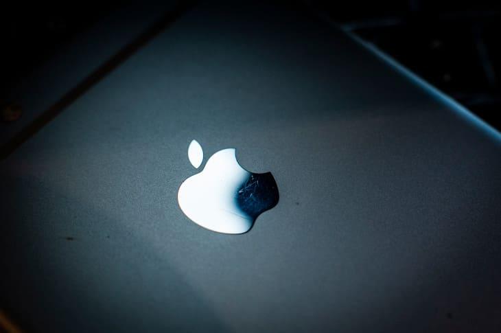كيفية تنزيل بياناتك من Apple