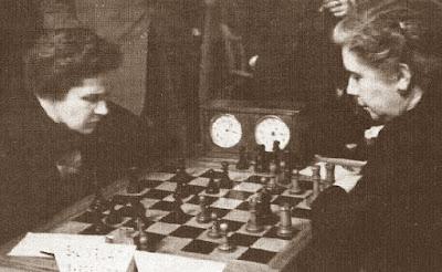 Partida Sofia Ruiz vs. Glòria Velat en el Campeonato de España Femenino de Ajedrez de 1951