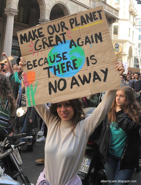 Milano, manifestazione contro il riscaldamentoglobale